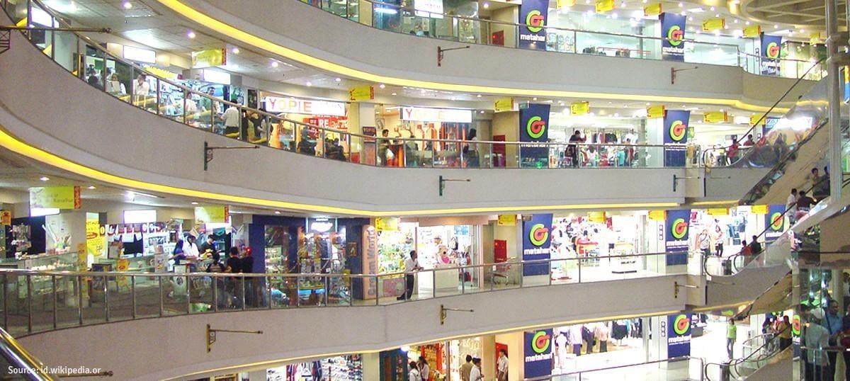 Bargain Shopping In Metropolitan Jakarta