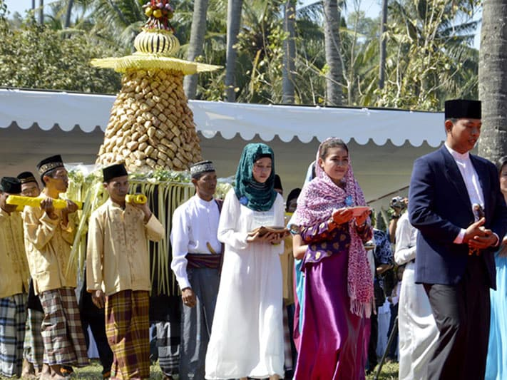 """Kidnapping the Bride"""": A Traditional Sasak Wedding in Lombok"""