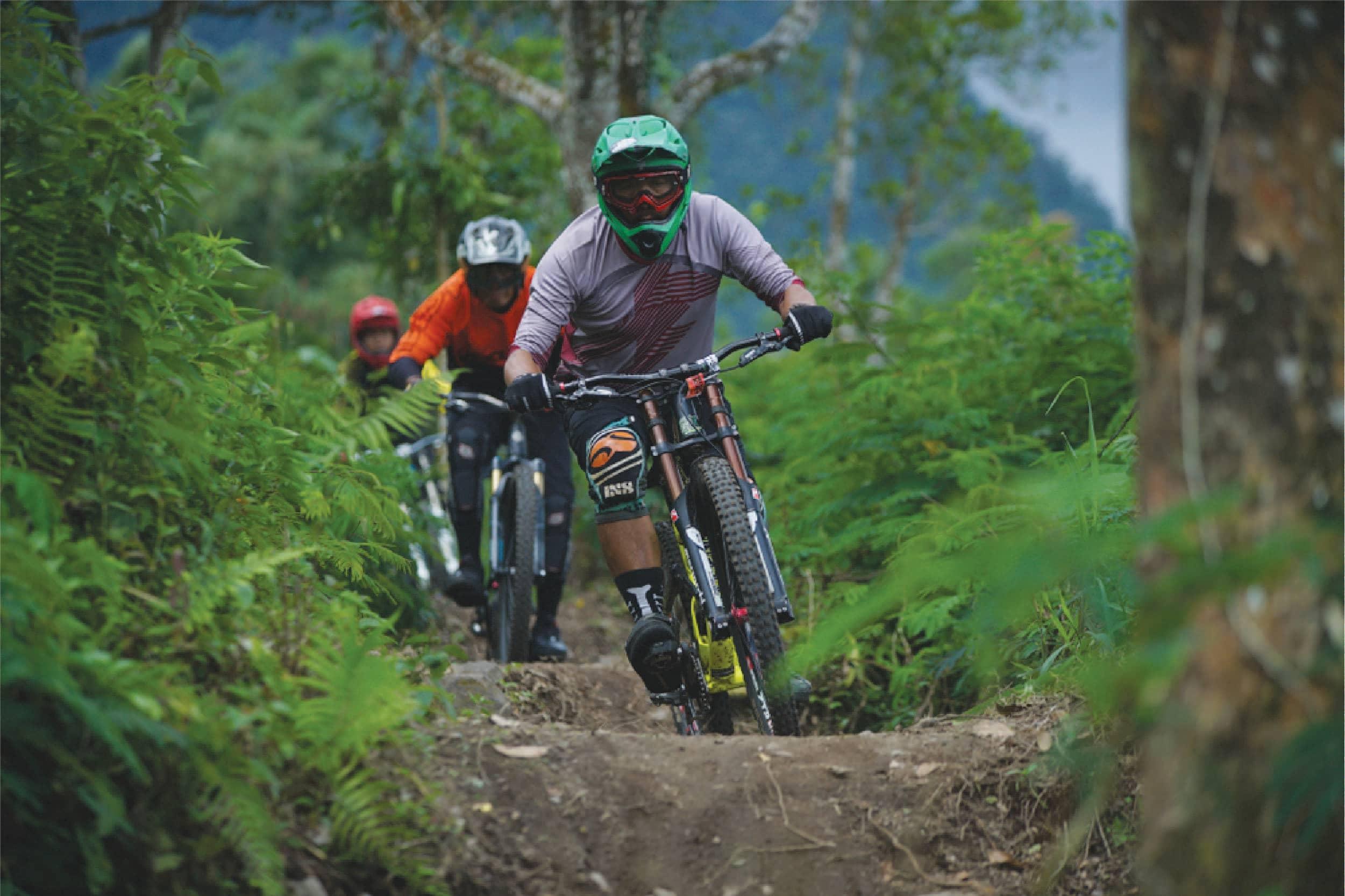 Dapatkan Adrenalin Anda Bergegas dengan 9 Olahraga Ekstrim Ini di Indonesia!